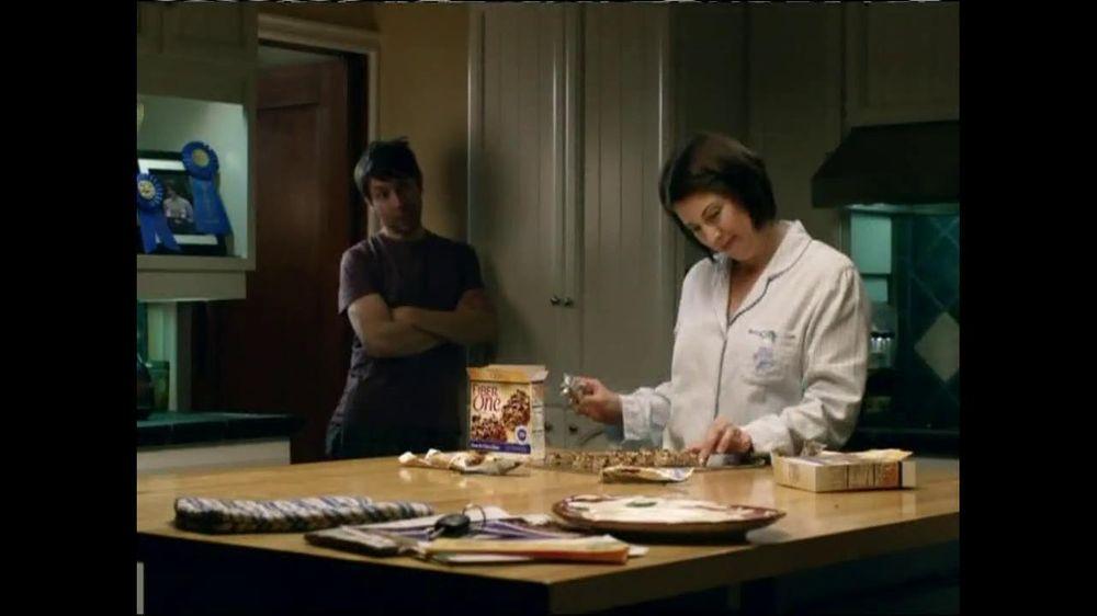Fiber One TV Spot, 'Sandra's Yummy Scrumptious Bars' - Screenshot 2