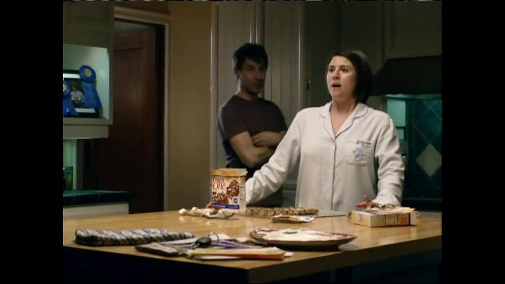 Fiber One TV Spot, 'Sandra's Yummy Scrumptious Bars' - Screenshot 3