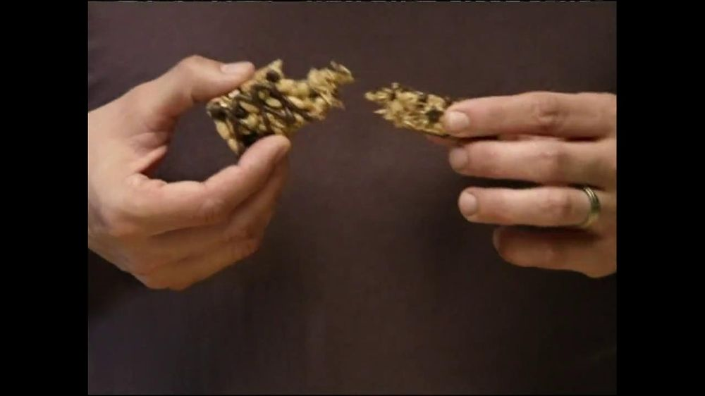 Fiber One TV Spot, 'Sandra's Yummy Scrumptious Bars' - Screenshot 4