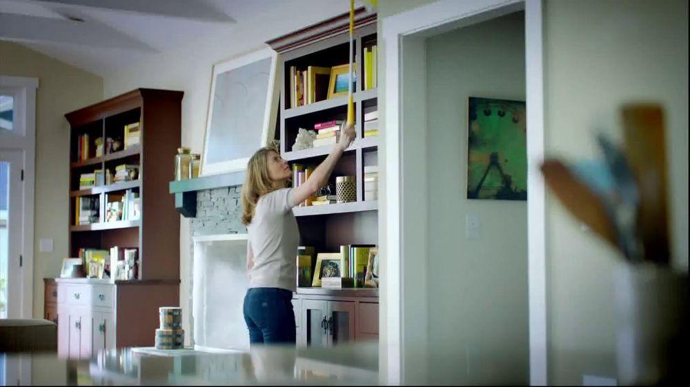 Swiffer 360 Duster Extender TV Spot, 'Book' - Screenshot 1