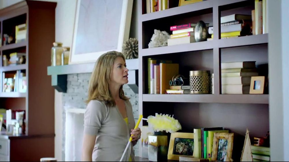 Swiffer 360 Duster Extender TV Spot, 'Book' - Screenshot 2