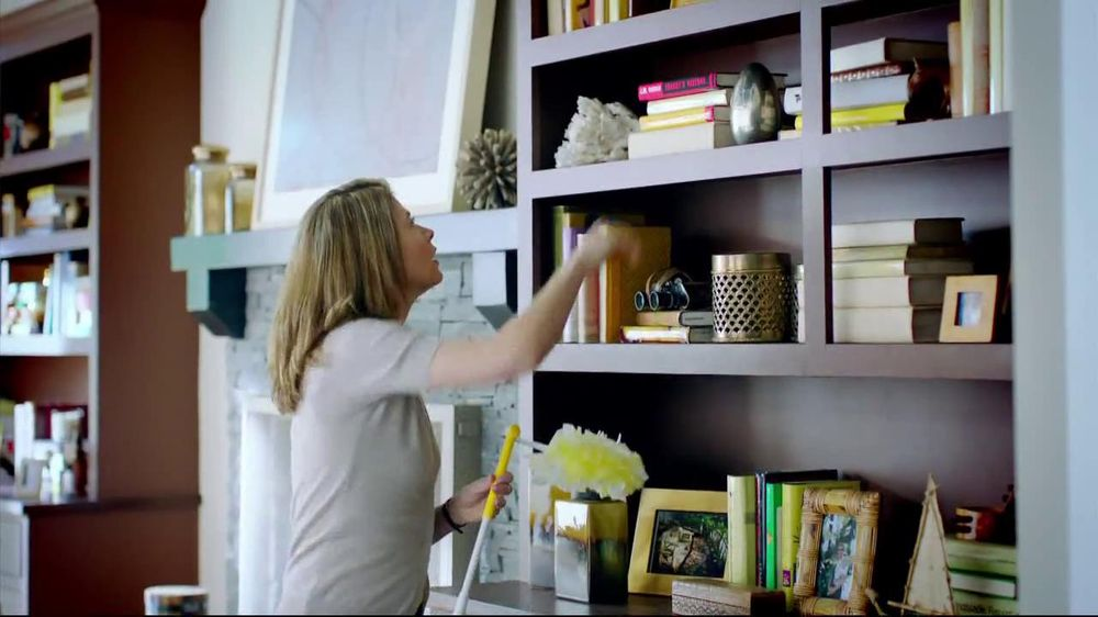 Swiffer 360 Duster Extender TV Spot, 'Book' - Screenshot 3
