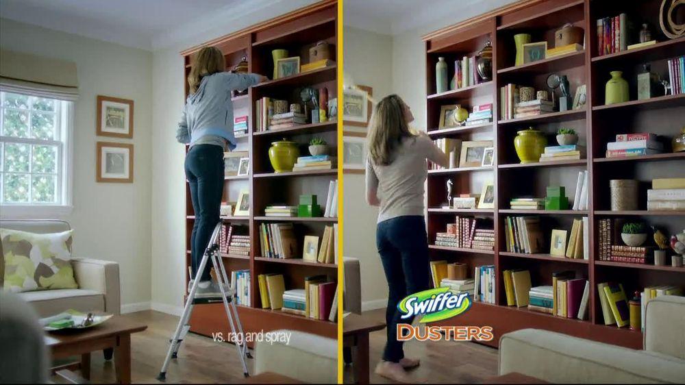 Swiffer 360 Duster Extender TV Spot, 'Book' - Screenshot 6