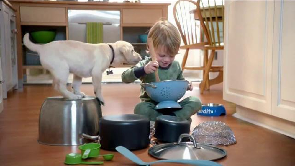 Purina Puppy Chow TV Spot, 'Bandit's Fun in the Kitchen'