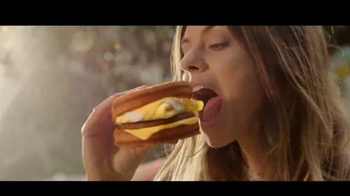 Carl's Jr. Grilled Cheese Breakfast Sandwich TV Spot, 'House Party'
