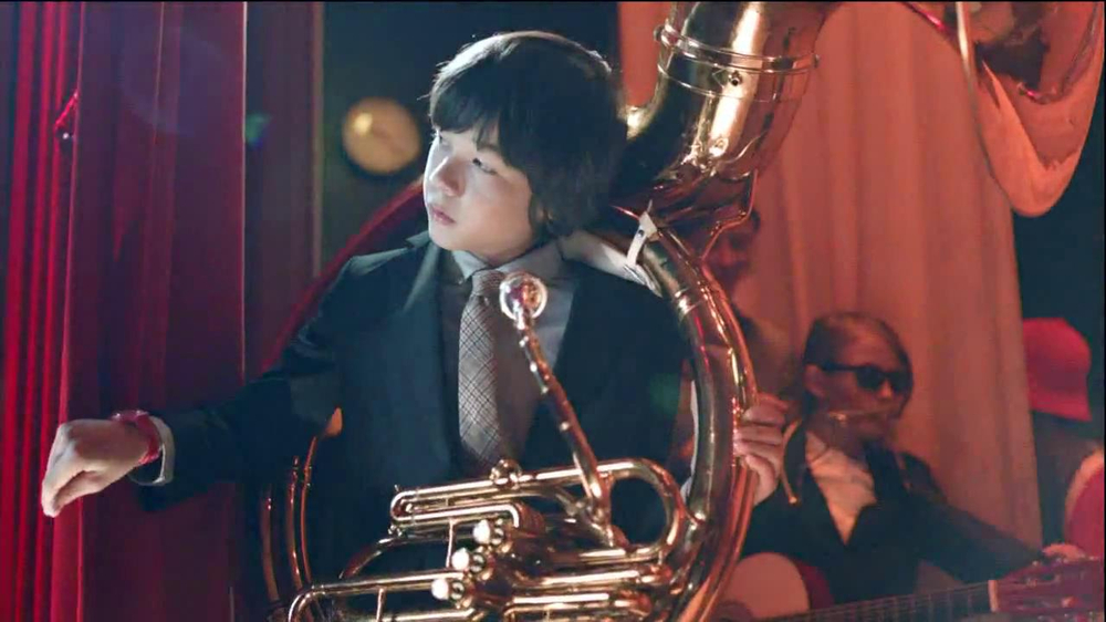 Verizon TV Spot, 'Tuba Performance' - Screenshot 2