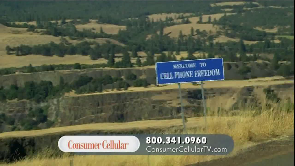 Consumer Cellular TV Spot, 'On-the-Go'  - Screenshot 2