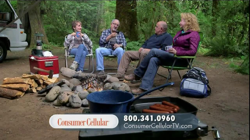 Consumer Cellular TV Spot, 'On-the-Go'  - Screenshot 3