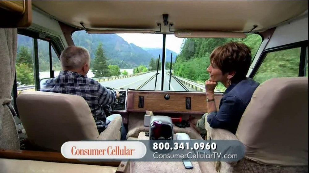 Consumer Cellular TV Spot, 'On-the-Go'  - Screenshot 8