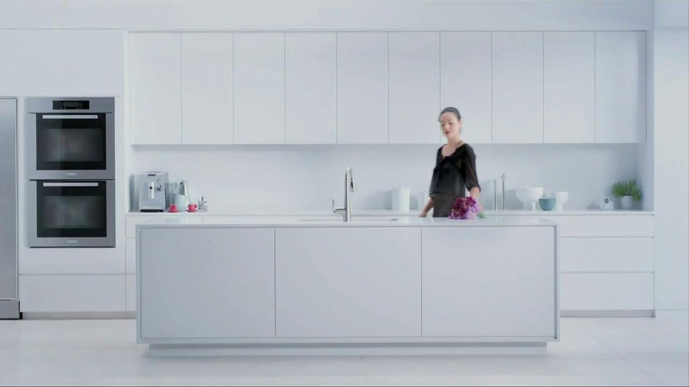 Moen TV Spot, 'Faucet Dance' - Screenshot 1