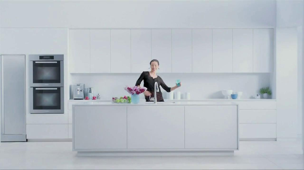 Moen TV Spot, 'Faucet Dance' - Screenshot 8