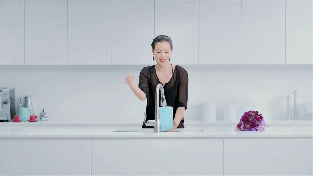 Moen TV Spot, 'Faucet Dance' - Screenshot 3