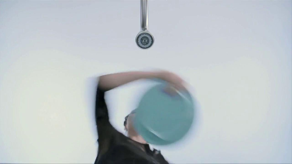 Moen TV Spot, 'Faucet Dance' - Screenshot 4