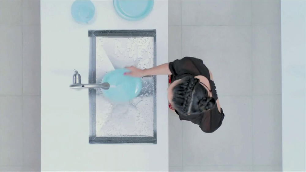 Moen TV Spot, 'Faucet Dance' - Screenshot 6