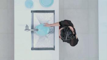 Moen TV Spot, 'Faucet Dance' - Thumbnail 6