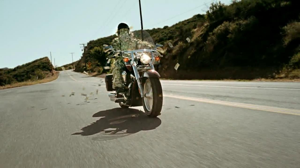 GEICO Motorcycle Money Man TV Spot, 'Driving Through' - Screenshot 2