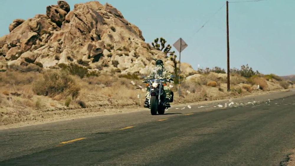 GEICO Motorcycle Money Man TV Spot, 'Driving Through' - Screenshot 3