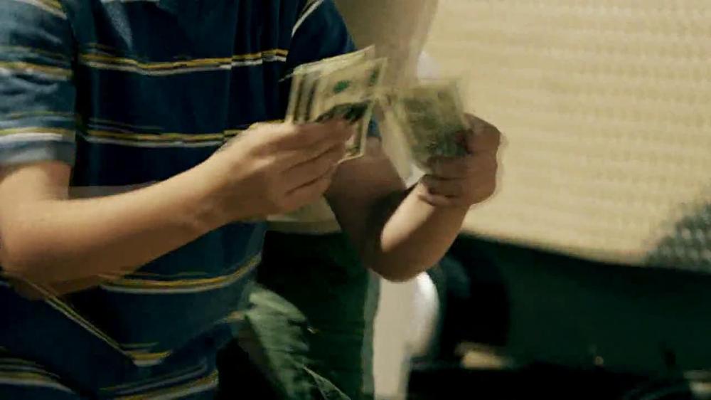 GEICO Motorcycle Money Man TV Spot, 'Driving Through' - Screenshot 5