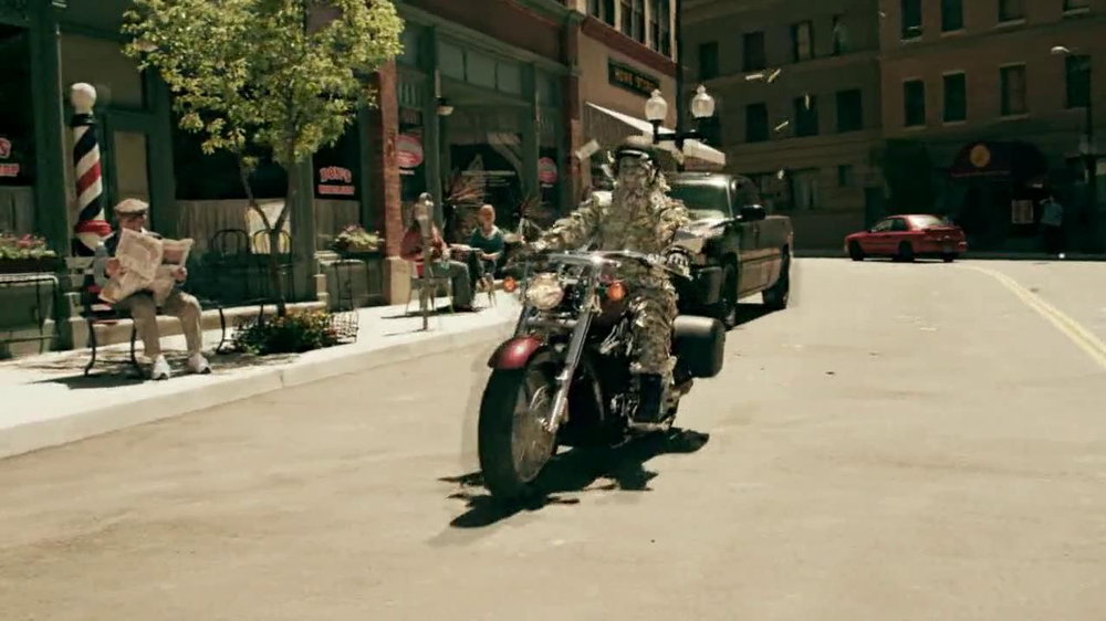 GEICO Motorcycle Money Man TV Spot, 'Driving Through' - Screenshot 6