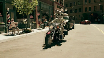 GEICO Motorcycle Money Man TV Spot, 'Driving Through' - Thumbnail 9