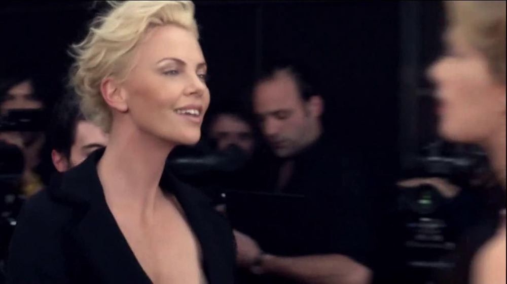 J'Adore Dior TV Spot Feat. Charlize Theron, Song by The Gossip - Screenshot 3