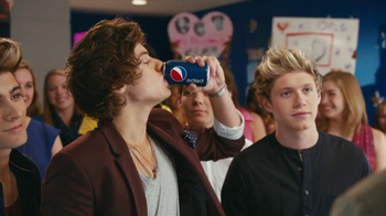Pepsi TV Spot Featuring Drew Brees and One Direction