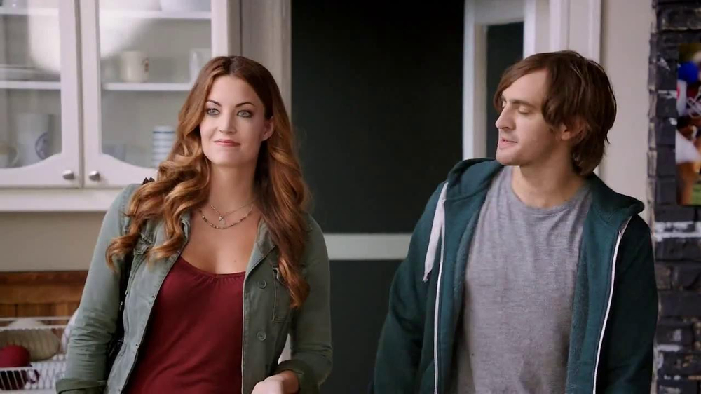 Hot Pockets Pizzeria TV Spot, 'Hot Sister Lisa' Featuring Becky O'Donohue - Screenshot 2