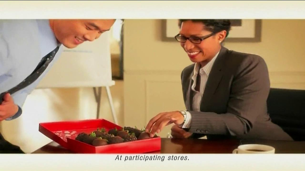 Edible Arrangements TV Spot 'Chocolate Strawberries' - Screenshot 6