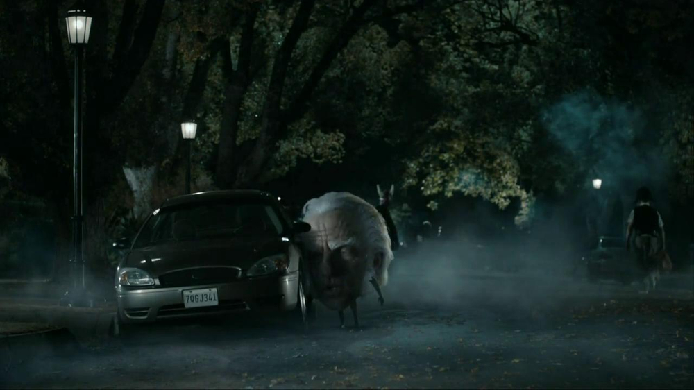 Snickers Halloween Satisfaction TV Spot, 'Horseless Headsman' - Screenshot 3