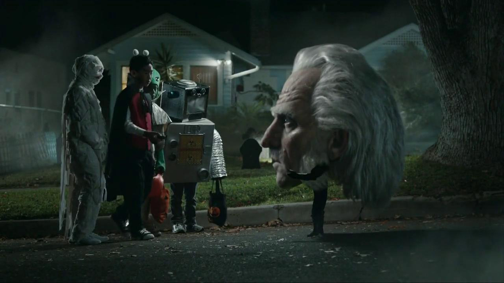 Snickers Halloween Satisfaction TV Spot, 'Horseless Headsman' - Screenshot 7