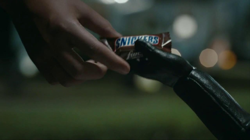 Snickers Halloween Satisfaction TV Spot, 'Horseless Headsman' - Screenshot 8