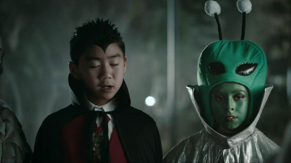 Snickers Halloween Satisfaction TV Spot, 'Horseless Headsman' - Screenshot 9