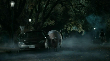 Snickers Halloween Satisfaction TV Spot, 'Horseless Headsman' - Thumbnail 3