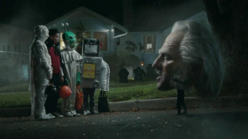 Snickers Halloween Satisfaction TV Spot, 'Horseless Headsman' - Thumbnail 4