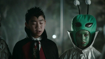 Snickers Halloween Satisfaction TV Spot, 'Horseless Headsman' - Thumbnail 9