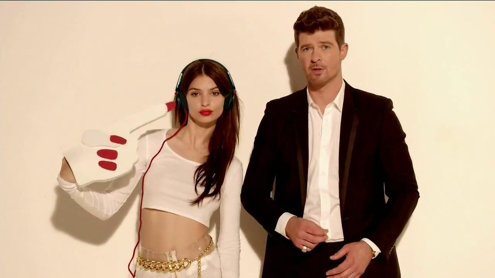 Beats Pill TV Spot, Song by Robin Thicke - Screenshot 6