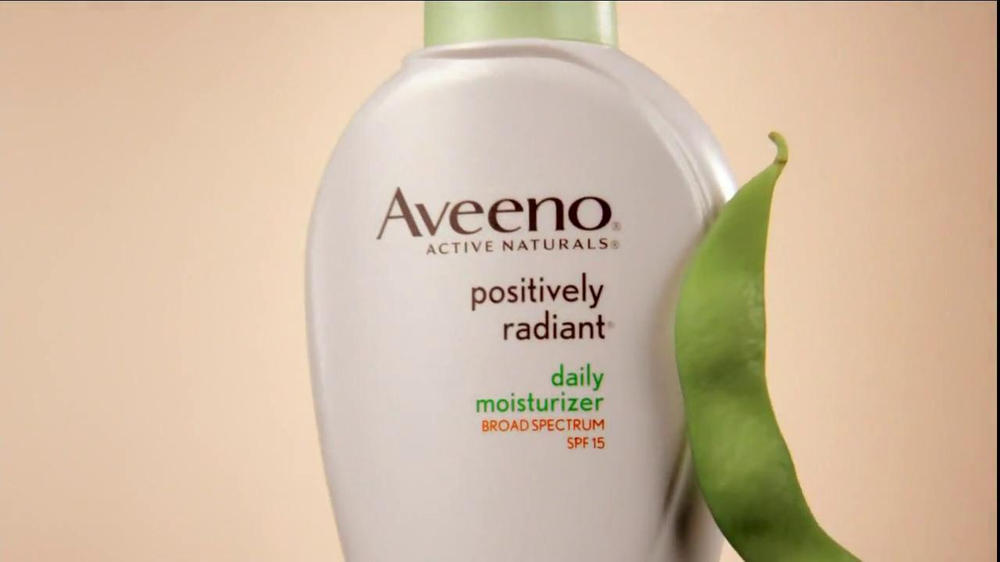 Aveeno Positively Radiant TV Spot, 'Spots' Featuring Jennifer Aniston - Screenshot 2