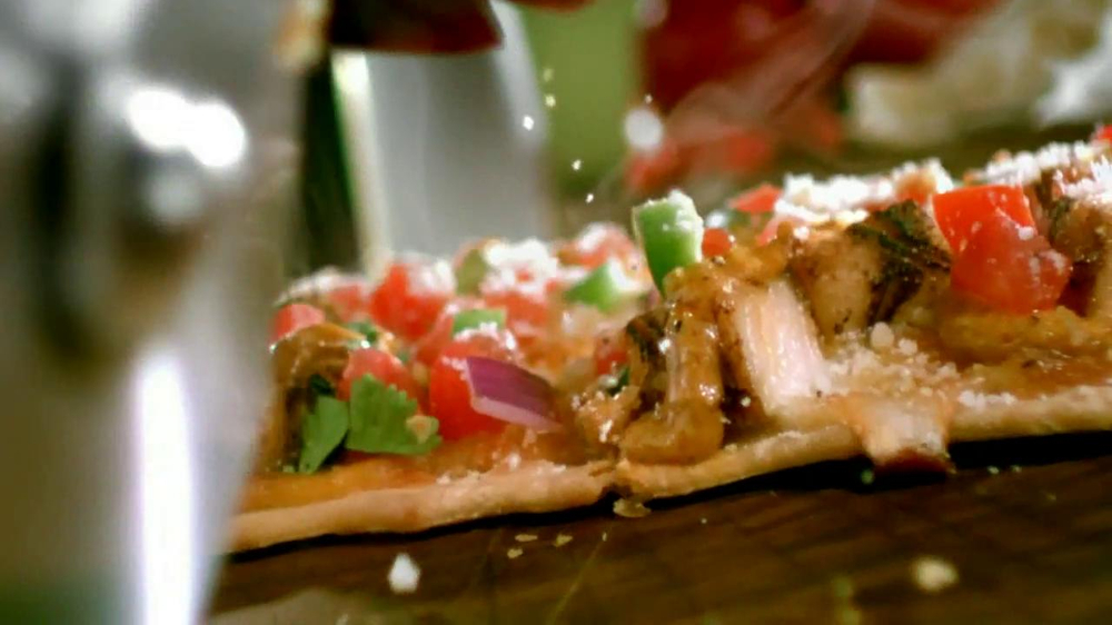 Chili's Chipotle Chicken Flatbread TV Spot - Screenshot 6