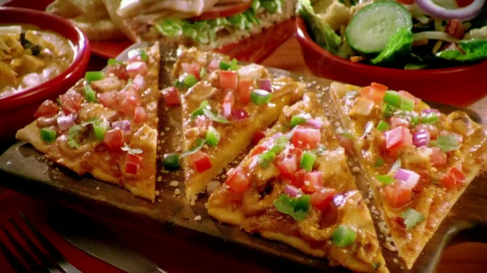 Chili's Chipotle Chicken Flatbread TV Spot - Screenshot 7