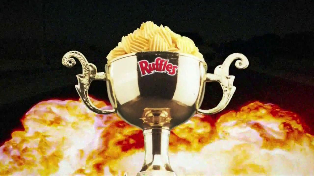 Ruffles Ultimate Tangy Honey Mustard TV Spot, 'Action Hero' - Screenshot 1