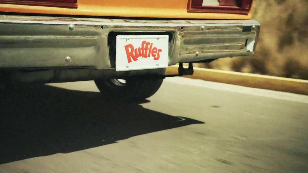 Ruffles Ultimate Tangy Honey Mustard TV Spot, 'Action Hero' - Screenshot 6