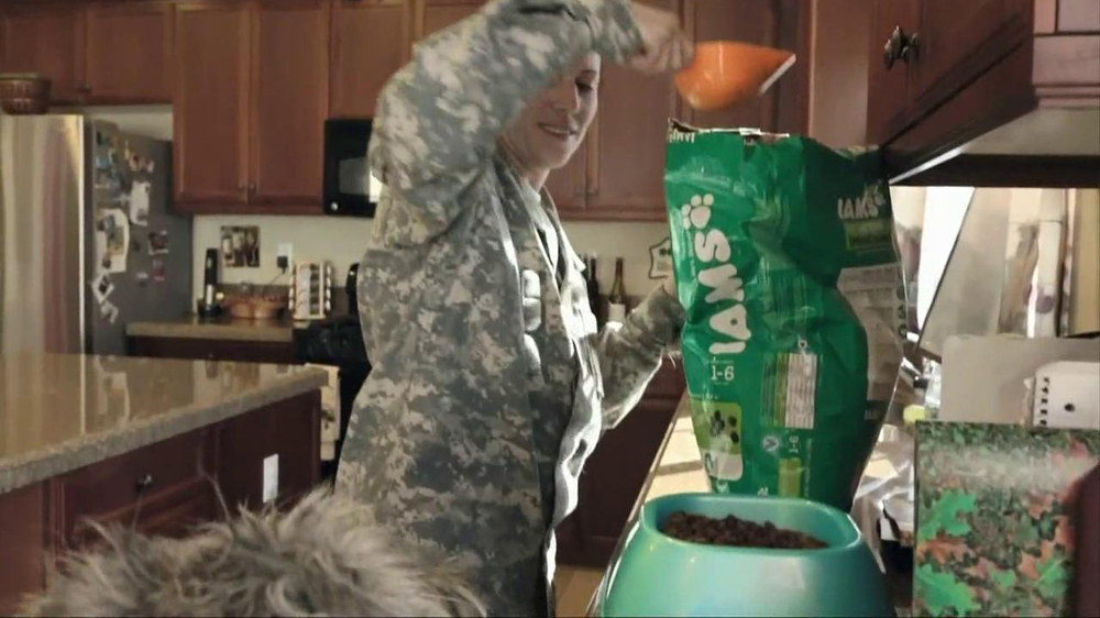 Iams Shakeables TV Spot, 'Rocky & a Soldier' - Screenshot 3