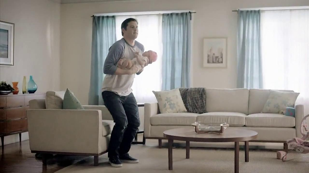 Chase Mobile App TV Spot, 'Baby' - Screenshot 5