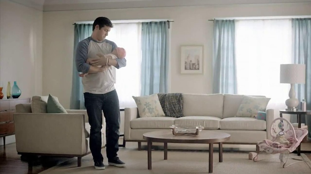 Chase Mobile App TV Spot, 'Baby' - Screenshot 7
