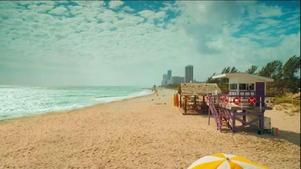 FIAT 500 TV Spot, 'At the Beach' Featuring Pitbull - Screenshot 1
