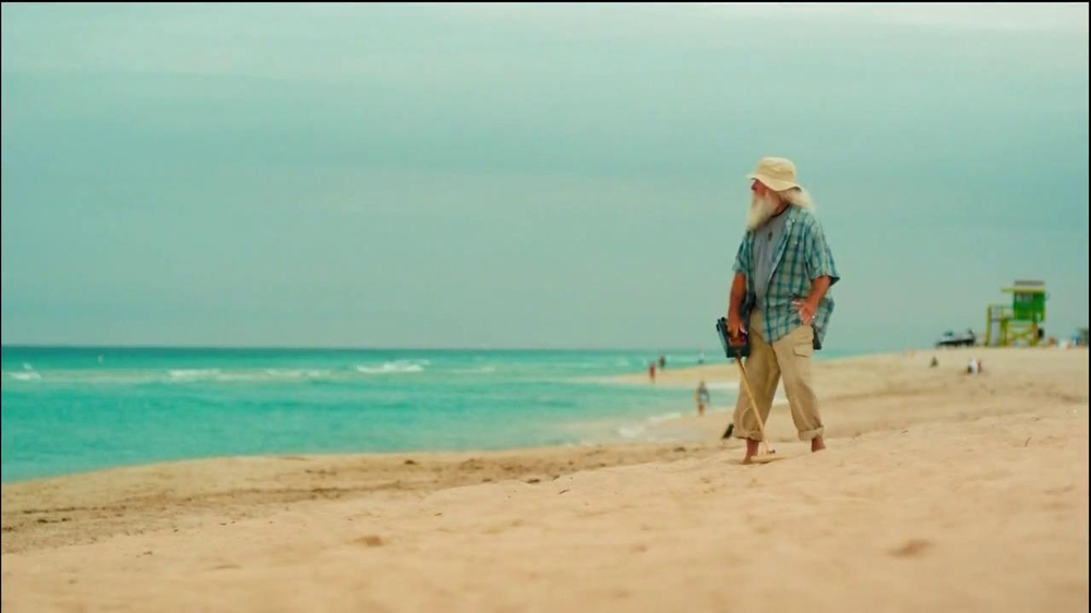 FIAT 500 TV Spot, 'At the Beach' Featuring Pitbull - Screenshot 4