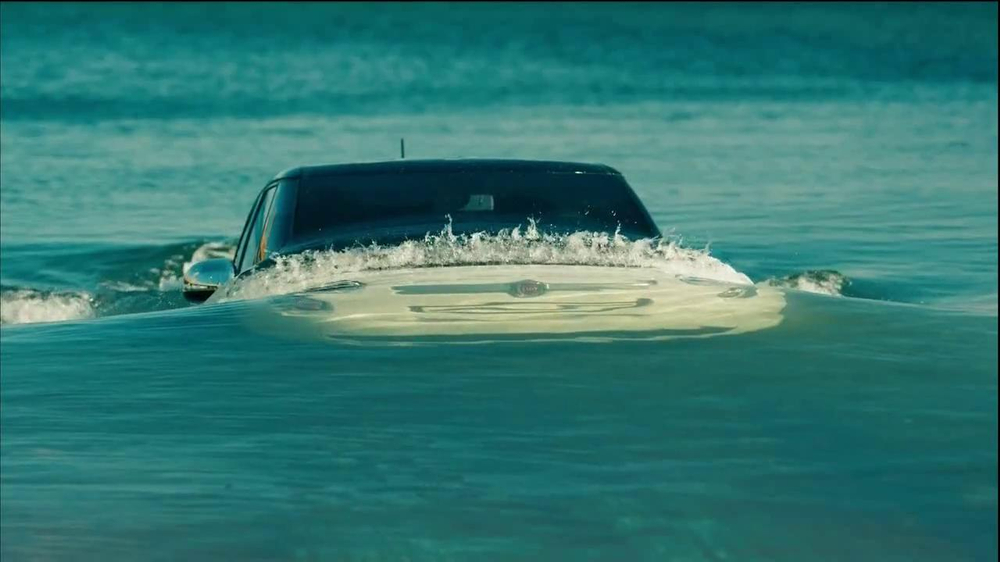 FIAT 500 TV Spot, 'At the Beach' Featuring Pitbull - Screenshot 5