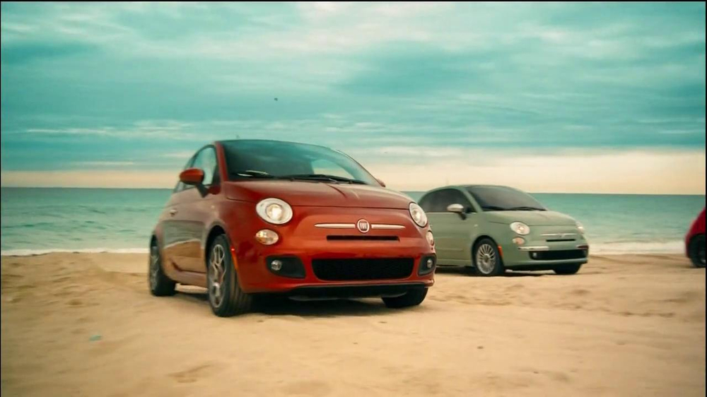 FIAT 500 TV Spot, 'At the Beach' Featuring Pitbull - Screenshot 6