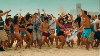 FIAT 500 TV Spot, 'At the Beach' Featuring Pitbull - Thumbnail 10