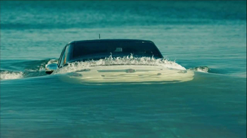 FIAT 500 TV Spot, 'At the Beach' Featuring Pitbull - Thumbnail 5